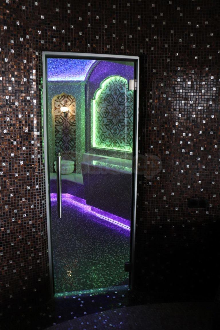 Хамам в Золоче - входная стеклянная дверь